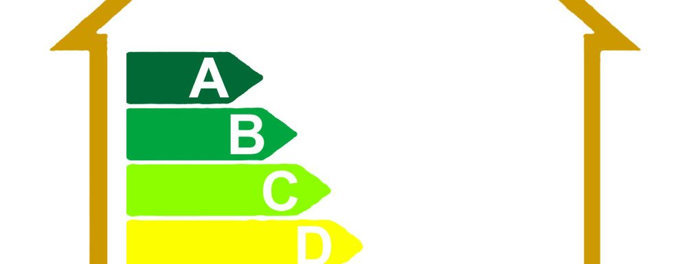 """El 5 d'abril de 2013 el Govern Central va publicar el """"Plan Estatal de Fomento del Alquiler de Viviendas, Rehabilitación, Regeneración y Renovación Urbana (2013-2016)"""" que es va publicar el dia 13 d'abril de 2013 en el BOE mitjançant el Reial Decret 235/2013 pel qual s'aprova el procediment bàsic per a la certificació de l'eficiència energètica dels edificis. A partir de l'1 de juny de 2013 serà obligatori disposar del certificat energètic per a edificis o vivendes que es venguin o es lloguin i per a edificis públics de més de 500 m2. El certificat d'eficiència energètica tindrà una validesa màxima de 10 anys. Passat aquest termini, caldrà renovar-lo. Tanmateix, el certificat es podrà renovar voluntàriament si hi ha variacions en aspectes que afectin la seva eficiència energètica i per tant puguin modificar la seva qualificació energètica i el seu certificat. La qualificació i la certificació energètica d'un edifici - El certificat energètic és un document que verifica la conformitat de qualificació energètica obtinguda i que condueix a l'expedició de l'etiqueta d'eficiència energètica de l'edifici. - L'etiqueta energètica és el distintiu que assenyala el nivell de qualificació d'eficiència energètica obtinguda per l'edifici o parts de l´edifici. Edificis obligats a tenir el certificat d'eficiència energètica - Els edificis de nova construcció. - Els edificis o parts d'edificis existents que es venguin o lloguin a un nou arrendatari. (S'entén per part d'un edifici la unitat, planta, vivenda o apartament en un edifici o locals destinats a ús independent o de titularitat jurídica diferent, dissenyats o modificats per a la seva utilització independent). - Els edificis o parts d'edificis existents en els què una entitat pública ocupi una superfície útil total superior a 250 m2 i que siguin freqüentats habitualment pel públic. Quan s´aplica l'obligatorietat de tenir el certificat d'eficiència energètica? Àmbit Nova construcció: 1 de novembre de 2007 Grans Rehabilitacions"""