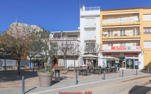Amplio piso para reformar con vistas al mar situado en el centro de l'Estartit