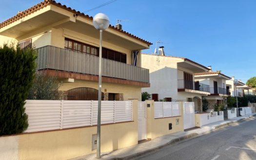 Detached house in the town center, ideal as a first residence, l'Estartit.