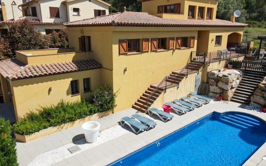 Grande villa dans l'Urb. Torre Gran avec piscine privée.