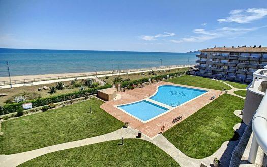 Apartament a primeralíniade mar situat a ElsGriells, L'Estartit.