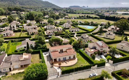 Maison spectaculaire avec piscine commune dans l'Urb. Bell Racó, Torre Gran à L'Estartit.