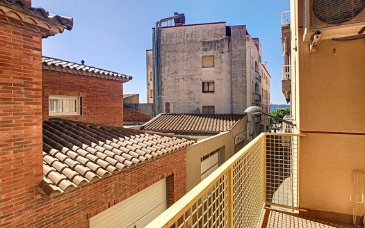 Apartament amb garatge privat situat al centre urbà i a prop del port, L'Estartit.
