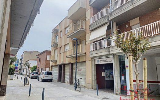 Apartamento con garaje privado situado en el centro urbano y cerca del puerto, L'Estartit.